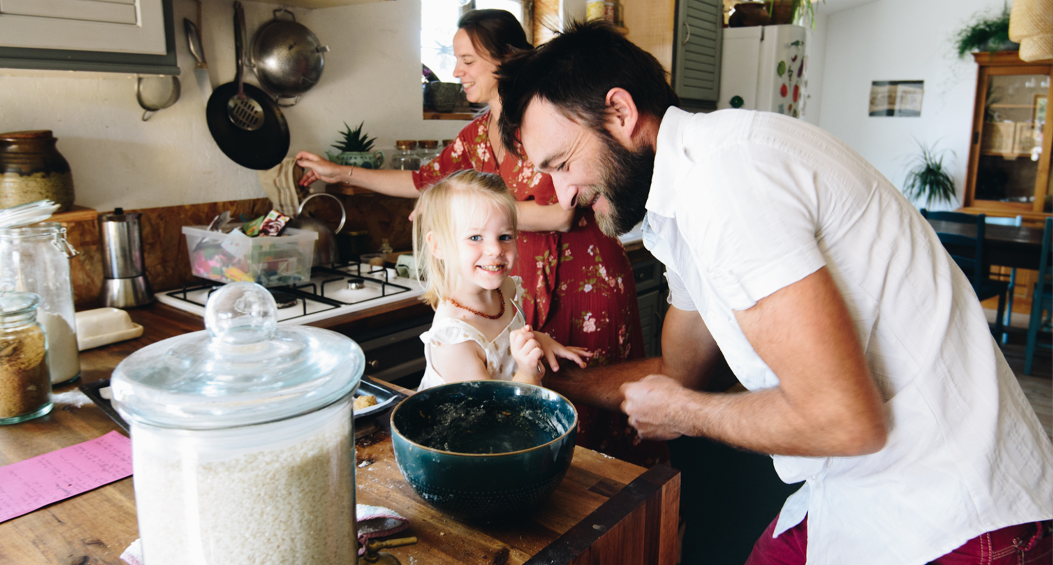 seance photo a domicile, un pere et sa fille cuisine