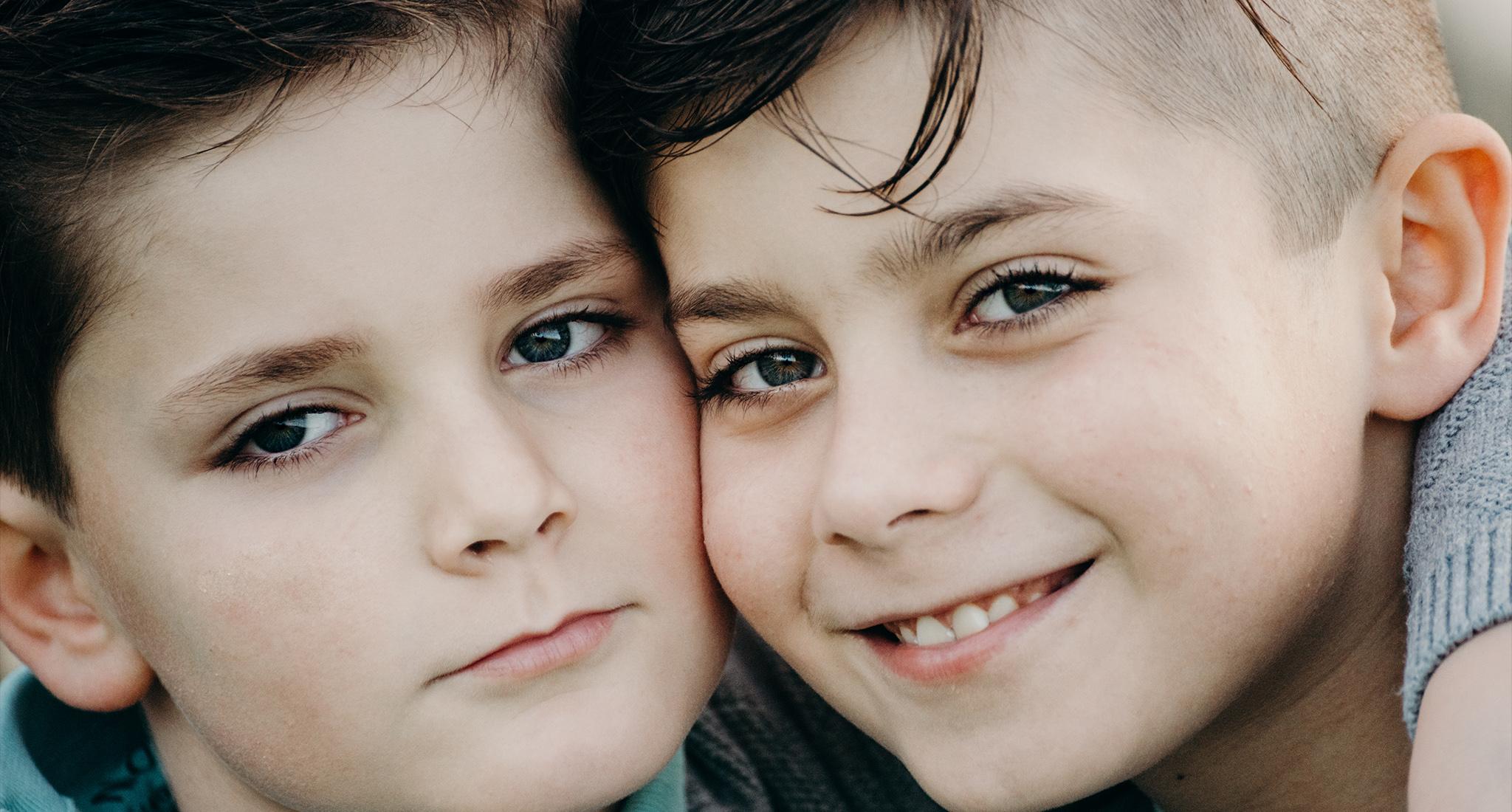 portrait de deux freres, frederique jouvin photographe rennes