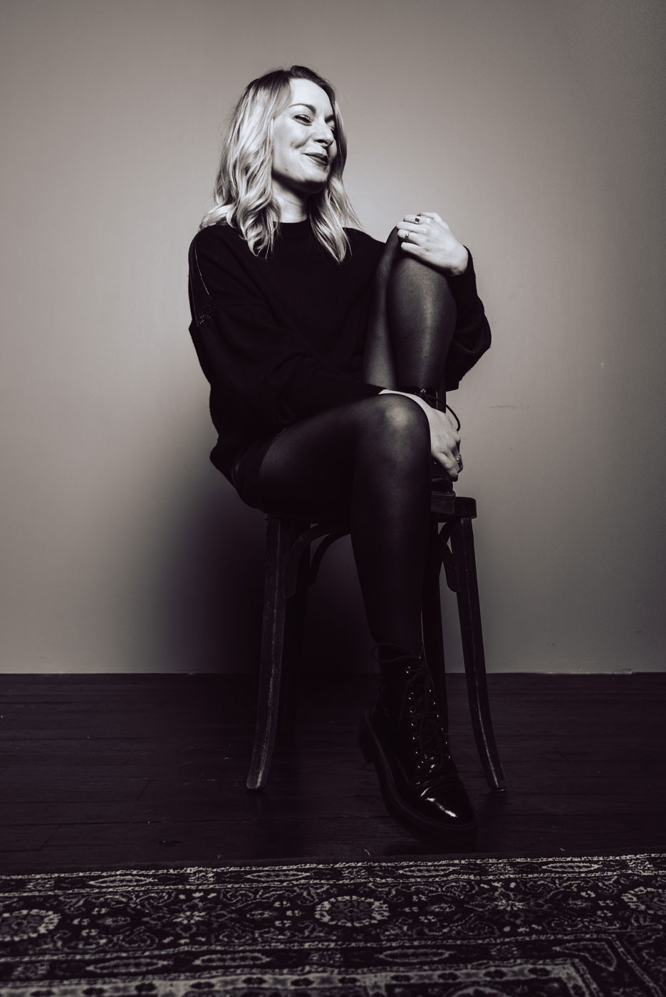 portrait d'une jeune femme au studio photo a rennes, frederique jouvin photographe